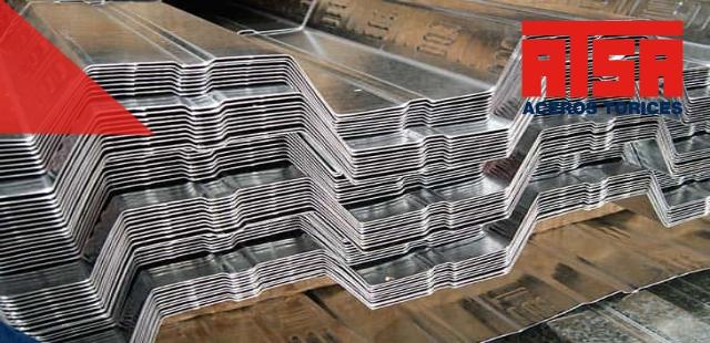 La lámina losacero tiene un proceso de instalación sencillo y con pocos materiales. ¡Somos fabricantes! Enviamos a todo el país.