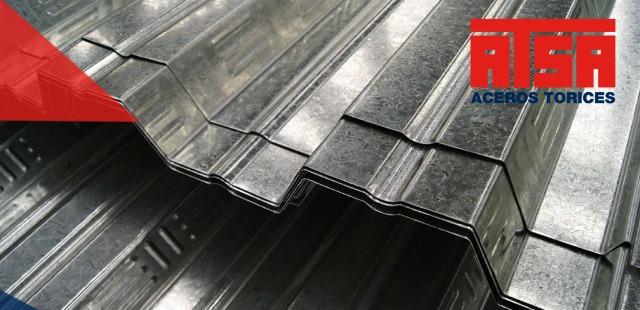 La lámina Losacero es un producto que en esencia, reduce la carga estructural de manera significativa, dado que con ella se reduce el uso de concreto en todo un proyecto